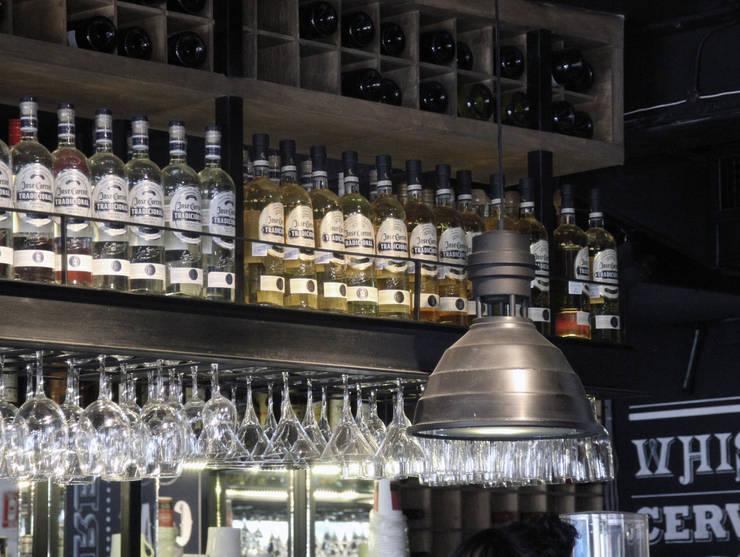 Restaurant La Fabbrica- Boue Arquitectos: Restaurantes de estilo  por Boué Arquitectos