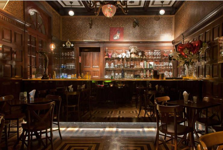 Drosophyla Bar: Bares e clubes  por ARQdonini Arquitetos Associados,