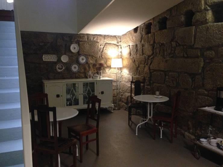Piso -1 - Sala de Refeições: Salas de jantar ecléticas por Teresa Pinto Ribeiro | Arquitectura |
