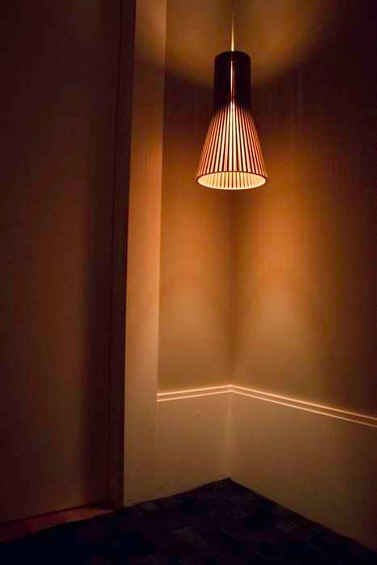 Hall de elevadores: Corredores e halls de entrada  por MONICA SPADA DURANTE ARQUITETURA