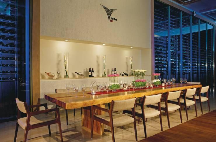Secrets the vine. Cancún: Comedores de estilo  por Marbol industria Mueblera