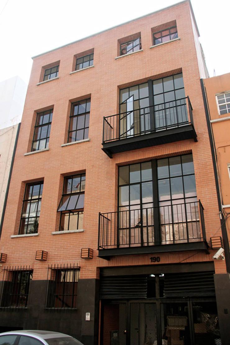 Edificio Degollado 190- Boue Arquitectos : Edificios de Oficinas de estilo  por Boué Arquitectos