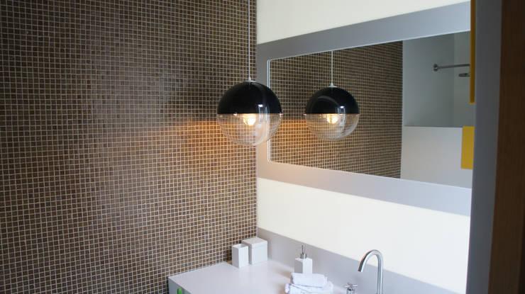 Lavabo fabricado en Superficie Sólida Corian®: Baños de estilo  por Mefa de México