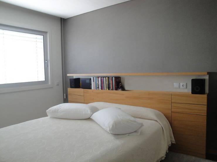 Projeto de Remodelação Apartamento FL: Quartos minimalistas por Pedaços de Casa