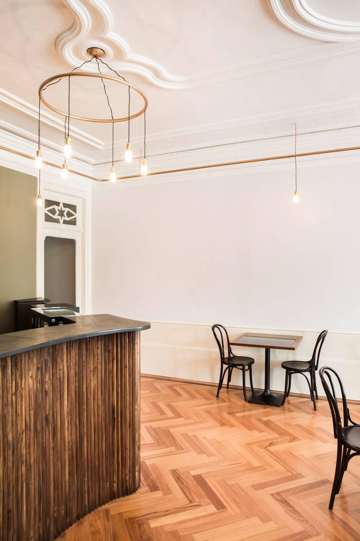 Restaurante Primar, Porto: Espaços de restauração  por BAAU - Bernardo Amaral Arquitectura+Urbanismo