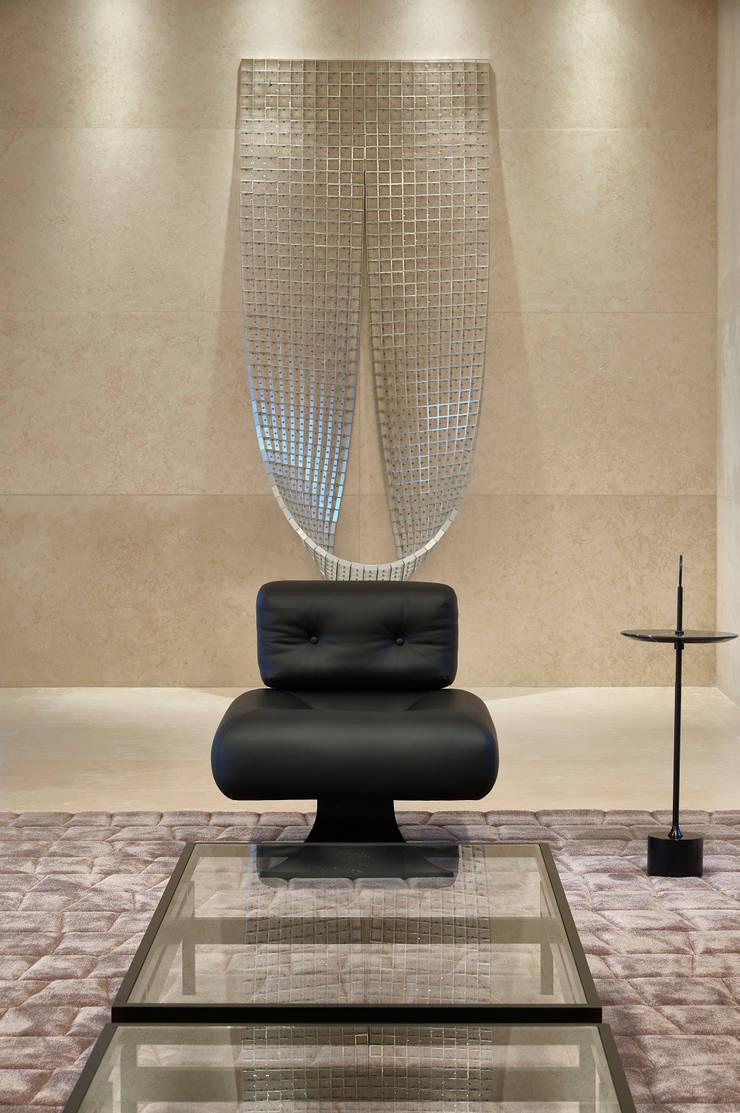 Ed Saint Paul de Vence: Corredores e halls de entrada  por Alessandra Contigli Arquitetura e Interiores,