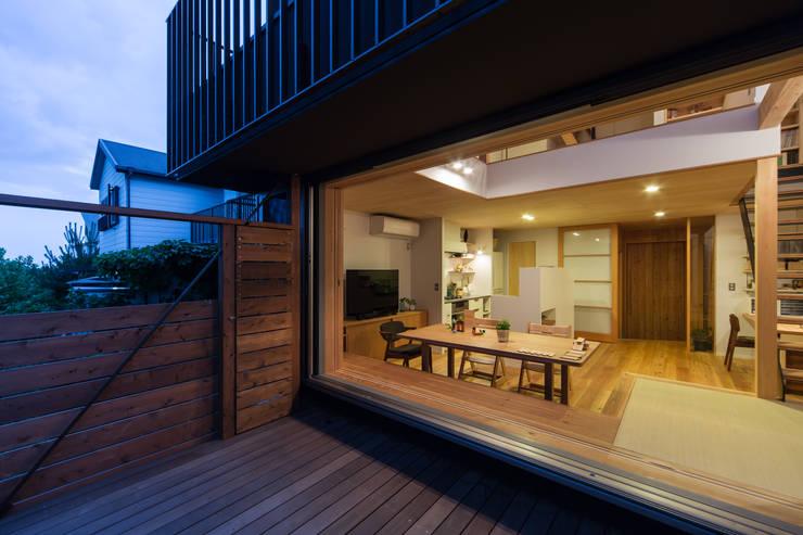 スバコ: 藤森大作建築設計事務所が手掛けたテラス・ベランダです。