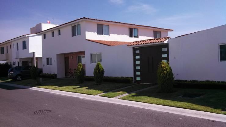 CASA REAL DEL BOSQUE, CORREGIDORA QUERETARO, MEX: Casas de estilo  por LOGE ARQUITECTOS