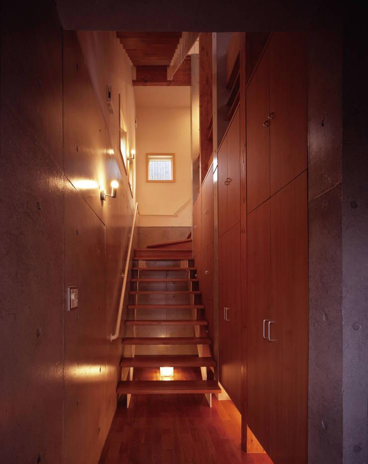 玄関: エーディフォー 一級建築士事務所が手掛けた廊下 & 玄関です。