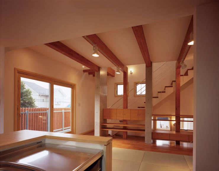リビング: エーディフォー 一級建築士事務所が手掛けたリビングです。