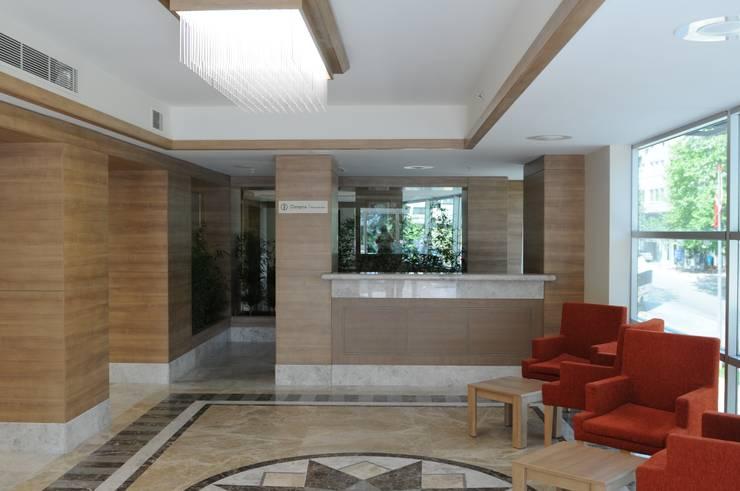 Geyran Mimarlık Atölyesi LTD. ŞTİ. – Dora Hospital:  tarz Hastaneler, Modern
