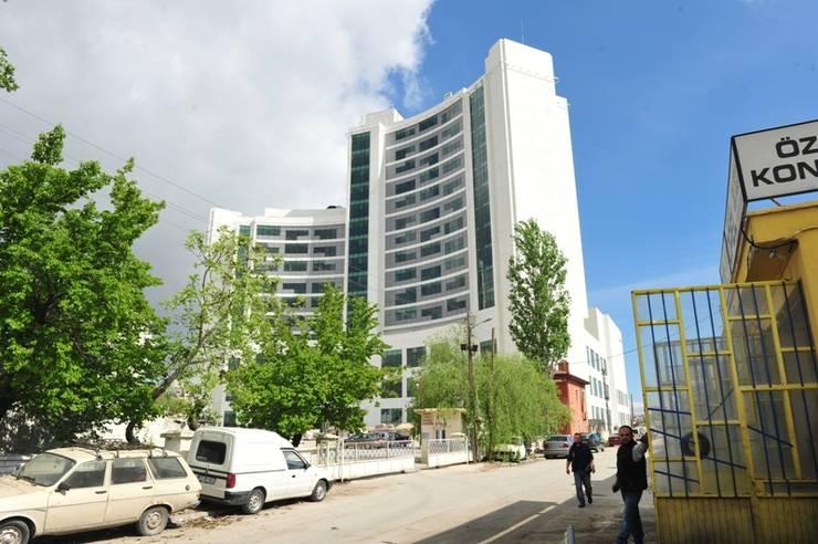 Geyran Mimarlık Atölyesi LTD. ŞTİ. – Mevlana Üniversitesi Hastanesi:  tarz Hastaneler, Modern