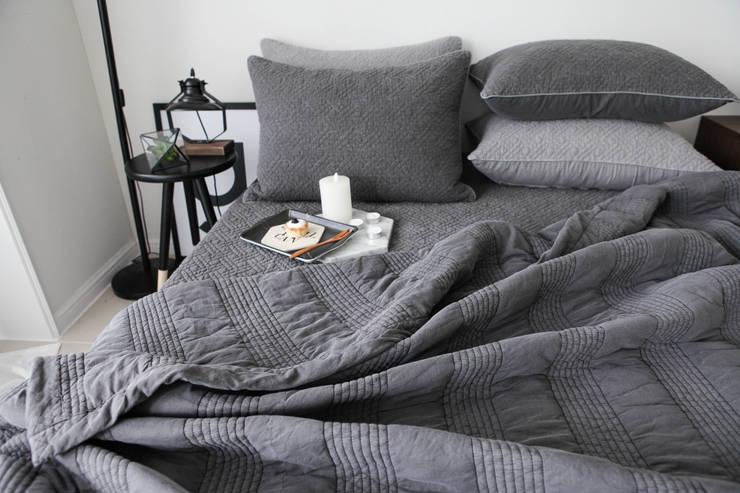 슬로우 피그먼트 차렵베딩-차콜 : cozycotton의  침실