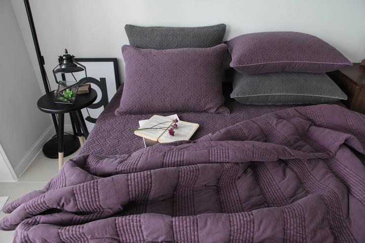 슬로우 피그먼트 차렵베딩-와인 : cozycotton의  침실