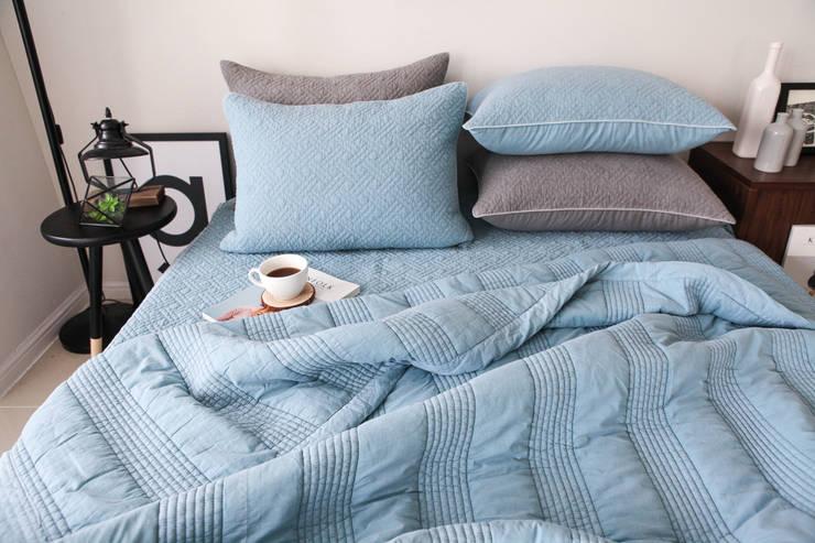 슬로우 피그먼트 차렵베딩-블루 : cozycotton의  침실