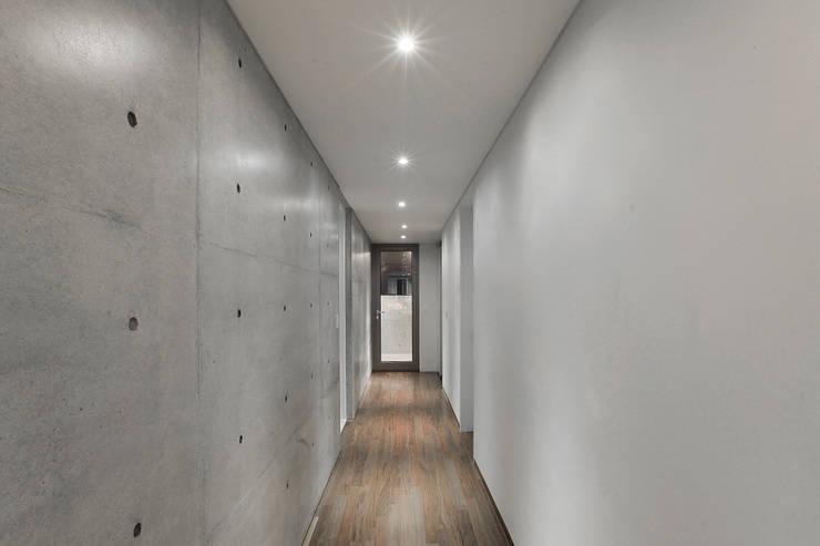 부장리 주택 : 오종상 건축사의  복도 & 현관