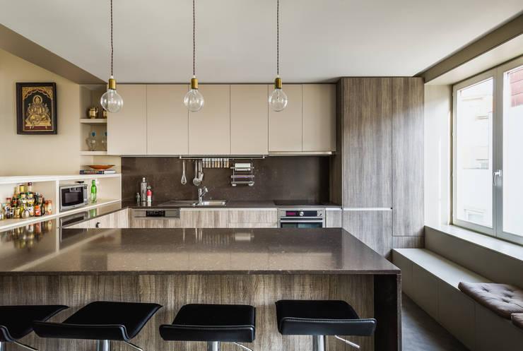 Casa DO_5: Cozinhas modernas por XYZ Arquitectos Associados