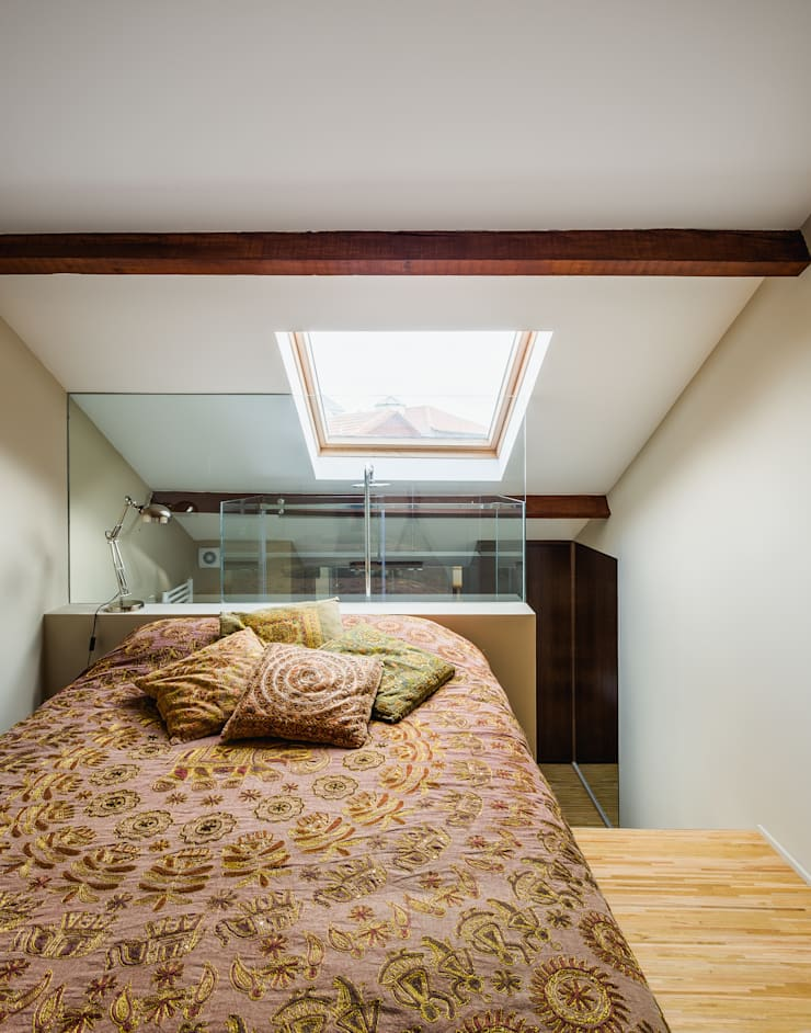 Casa DO_10: Quartos modernos por XYZ Arquitectos Associados