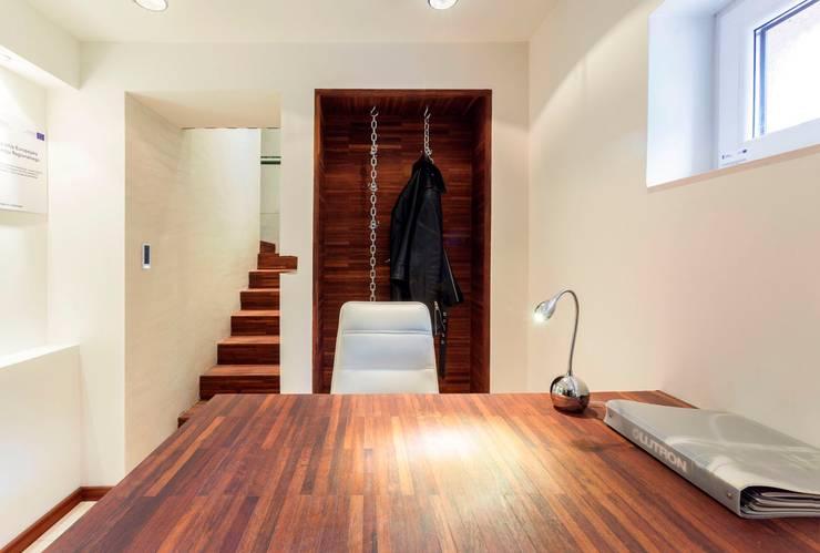 Recepcja: styl , w kategorii Domowe biuro i gabinet zaprojektowany przez Venturi Home Solutions