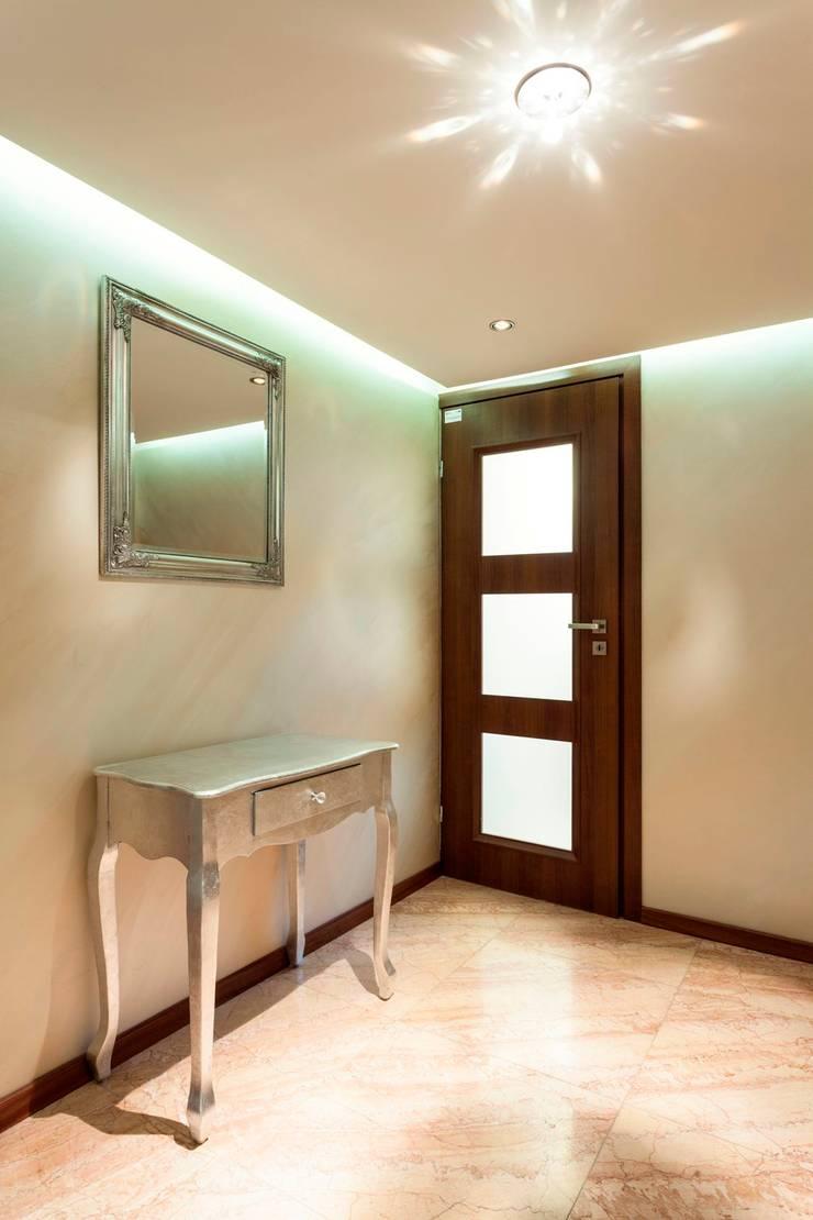 Hall w showroomie.: styl , w kategorii Korytarz, przedpokój zaprojektowany przez Venturi Home Solutions
