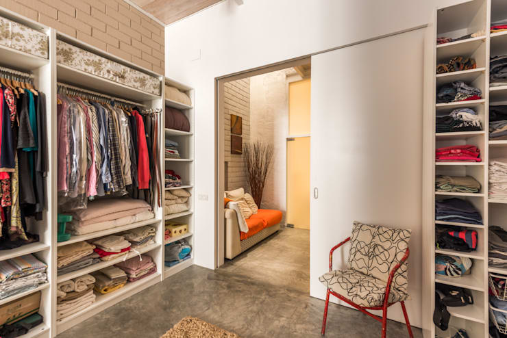 Closets de estilo  por homify