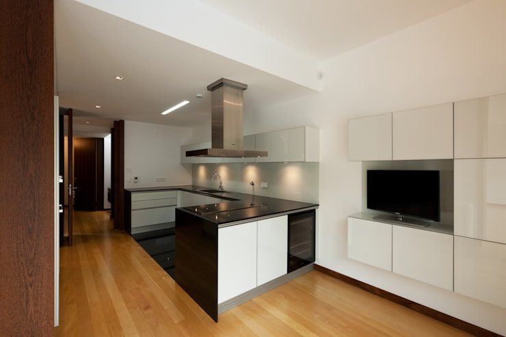Casa AA_11: Cozinhas modernas por XYZ Arquitectos Associados