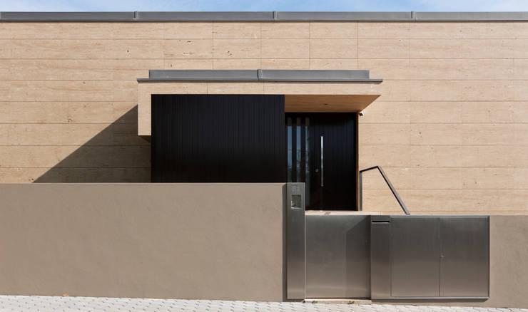 moderne Häuser von XYZ Arquitectos Associados