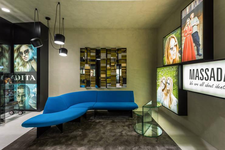 OMR_MTS2_2: Lojas e espaços comerciais  por XYZ Arquitectos Associados