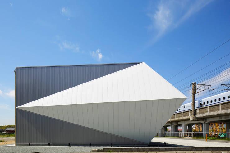 ORIGAMI ark 三昌レザーパビリオン: KTX archiLABが手掛けた商業空間です。