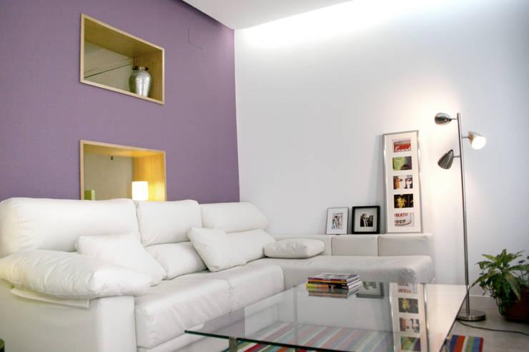 Vivienda pocos metros y bien distribuida: Salas de estilo  por NAZAR Estudio