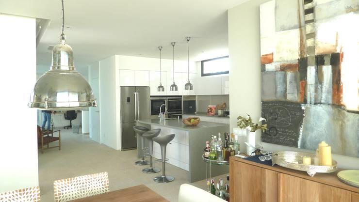 VIVIENDA: Cocinas de estilo minimalista de ABAD Y COTONER, S.L.