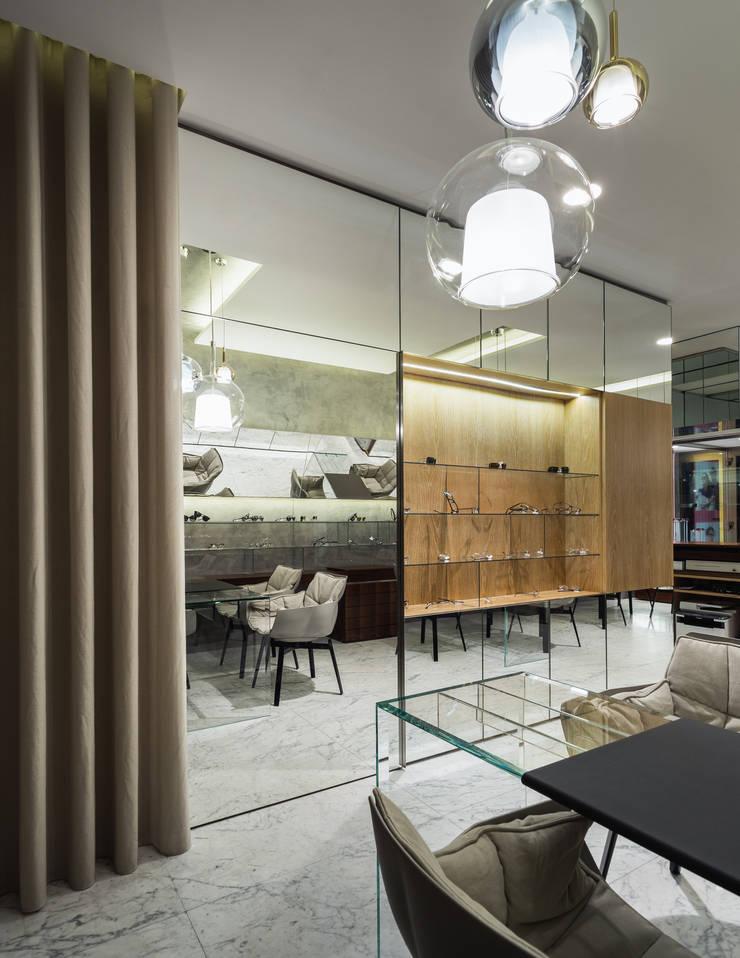 OM_3: Lojas e espaços comerciais  por XYZ Arquitectos Associados