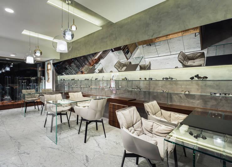 OM_4: Lojas e espaços comerciais  por XYZ Arquitectos Associados