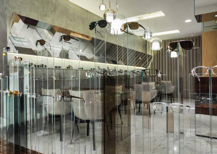 OM_5: Lojas e espaços comerciais  por XYZ Arquitectos Associados