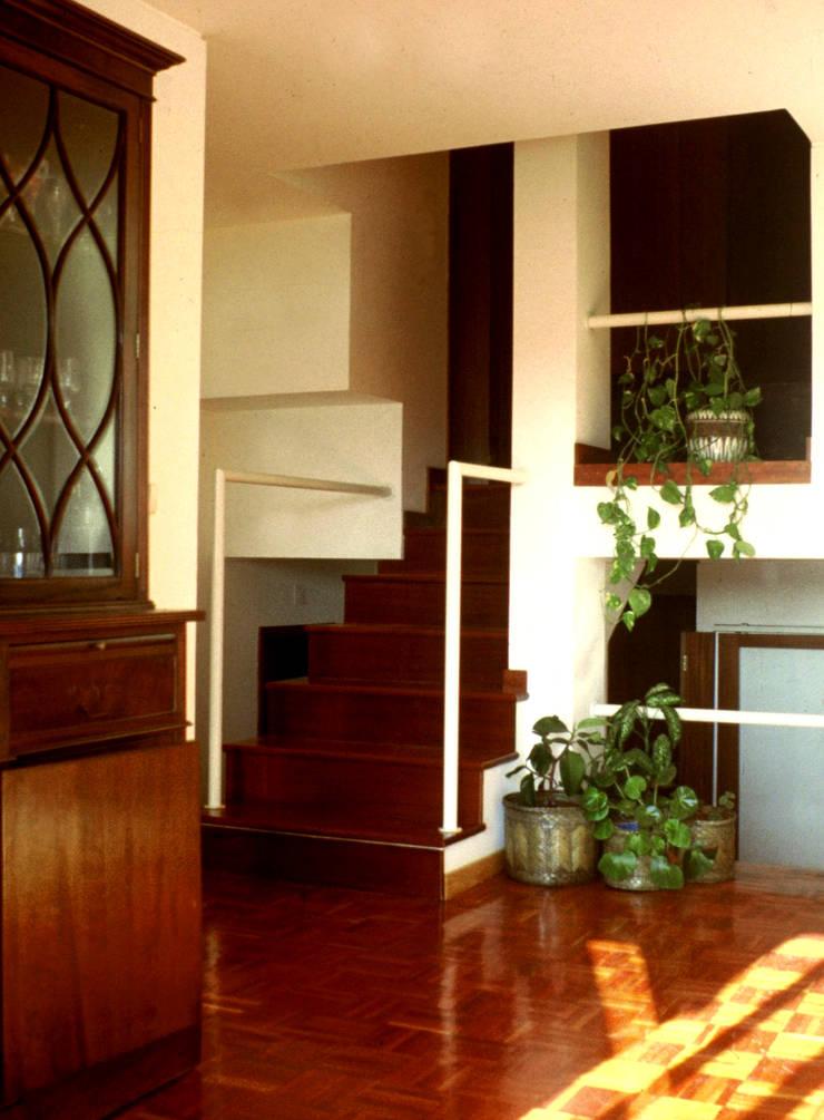 Interior: Salas de estar  por MANUEL CORREIA FERNANDES, ARQUITECTO E ASSOCIADOS