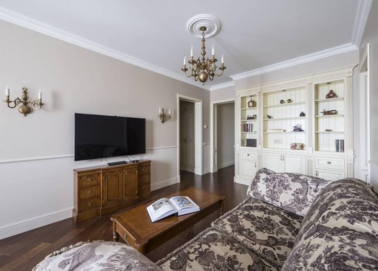 Проект квартиры в Викторианском стиле : Медиа комната в . Автор – NABOKOFF английские интерьеры ,