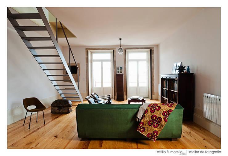 Casa do Pinheiro: Salas de estar modernas por BAAU - Bernardo Amaral Arquitectura+Urbanismo