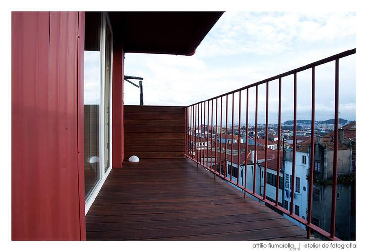 Casa do Pinheiro: Terraços  por BAAU - Bernardo Amaral Arquitectura+Urbanismo