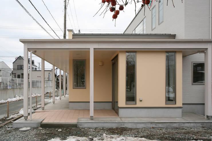 外観 北側エントランス: 吉田設計+アトリエアジュールが手掛けた医療機関です。