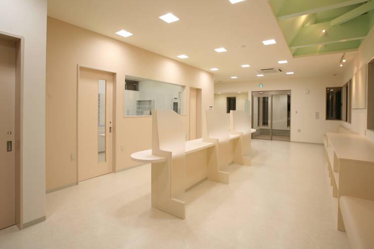 調剤薬局 待合: 吉田設計+アトリエアジュールが手掛けた医療機関です。