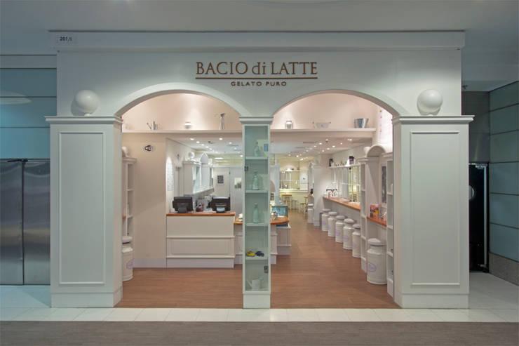 GELATERIA BACIO DI LATTE - MORUMBI SHOPPING: Espaços gastronômicos  por AMAC CONSTRUTORA