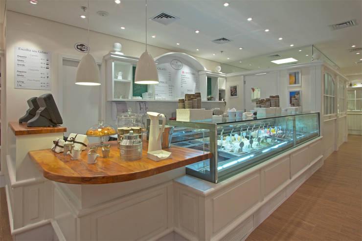 GELATERIA BACIO DI LATTE – MORUMBI SHOPPING: Espaços gastronômicos  por AMAC CONSTRUTORA