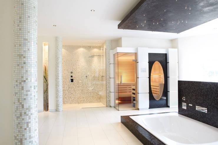 Spa de estilo moderno por Erdmann Exklusive Saunen