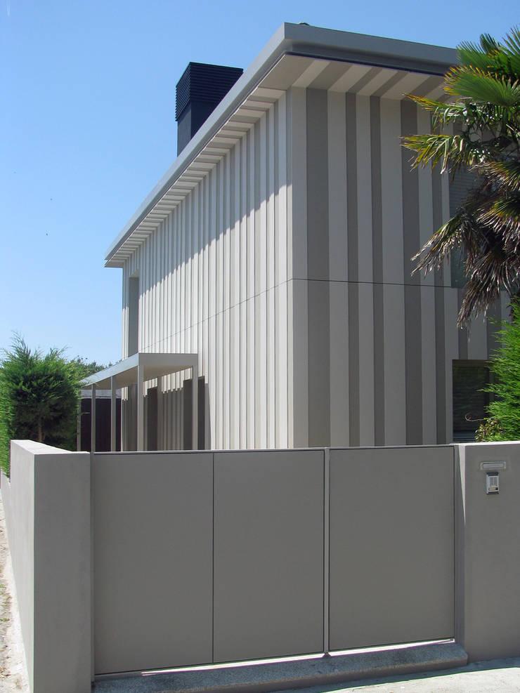 Casa Miramar_3:   por XYZ Arquitectos Associados