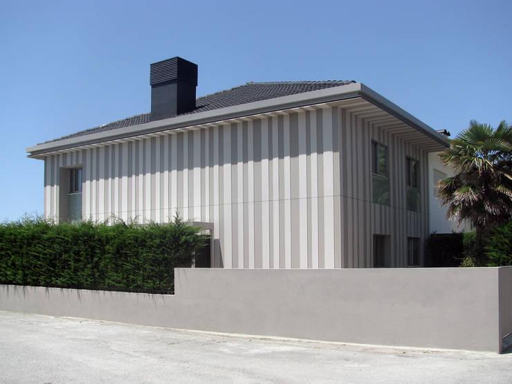 Casa Miramar_2:   por XYZ Arquitectos Associados