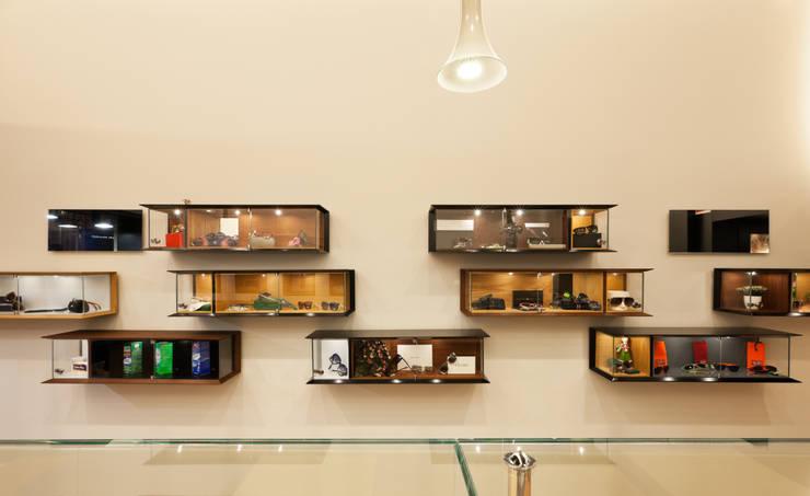 Óptica do Bolhão_4: Lojas e espaços comerciais  por XYZ Arquitectos Associados