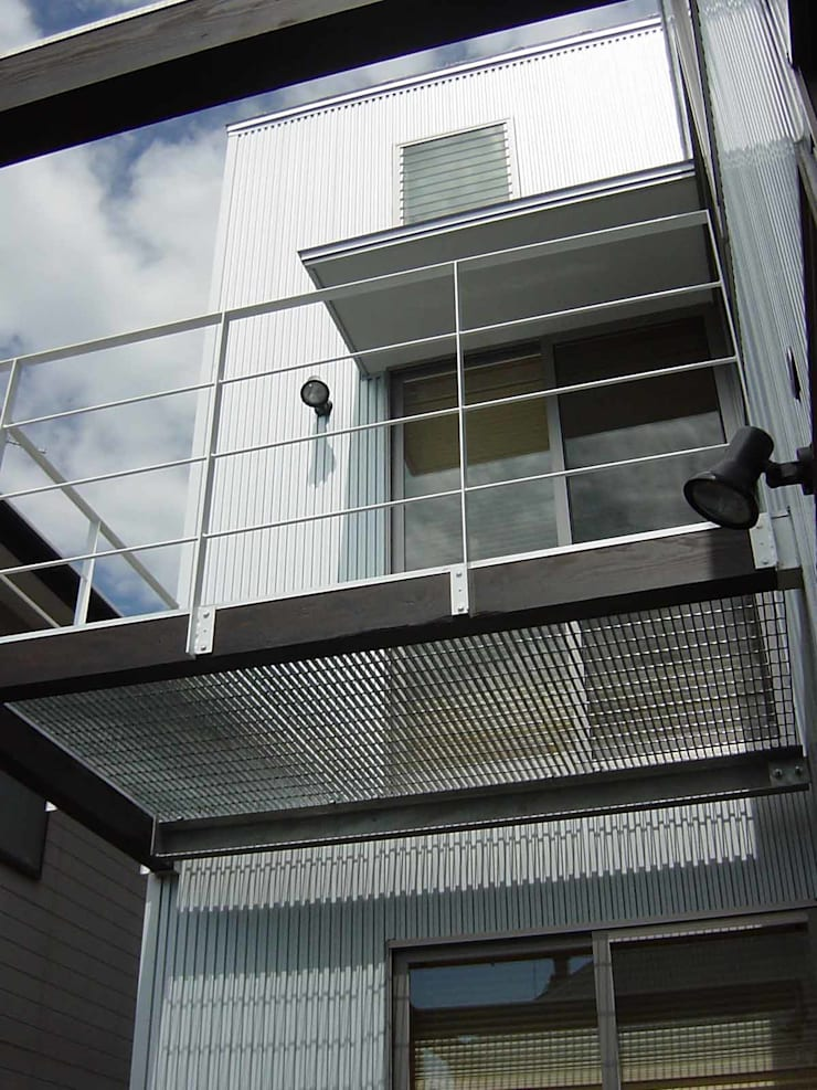 K-HOUSE: 雨川建築設計室が手掛けたテラス・ベランダです。