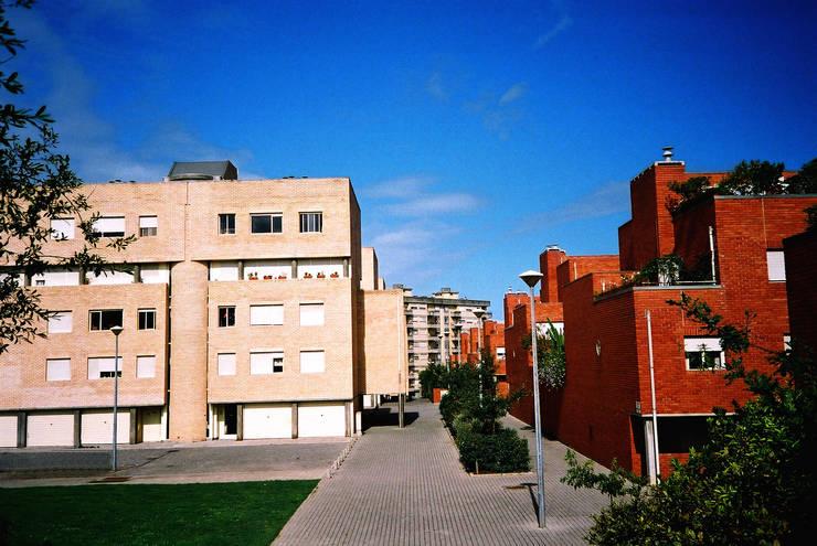 Exterior: Casas  por MANUEL CORREIA FERNANDES, ARQUITECTO E ASSOCIADOS