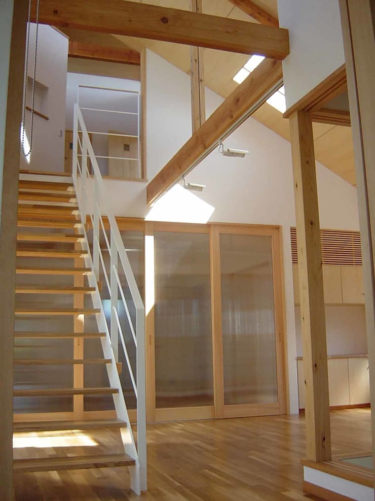 K-HOUSE: 雨川建築設計室が手掛けた廊下 & 玄関です。