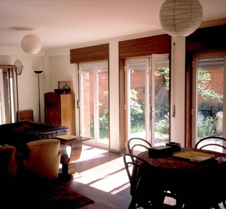 Sala: Salas de estar  por MANUEL CORREIA FERNANDES, ARQUITECTO E ASSOCIADOS